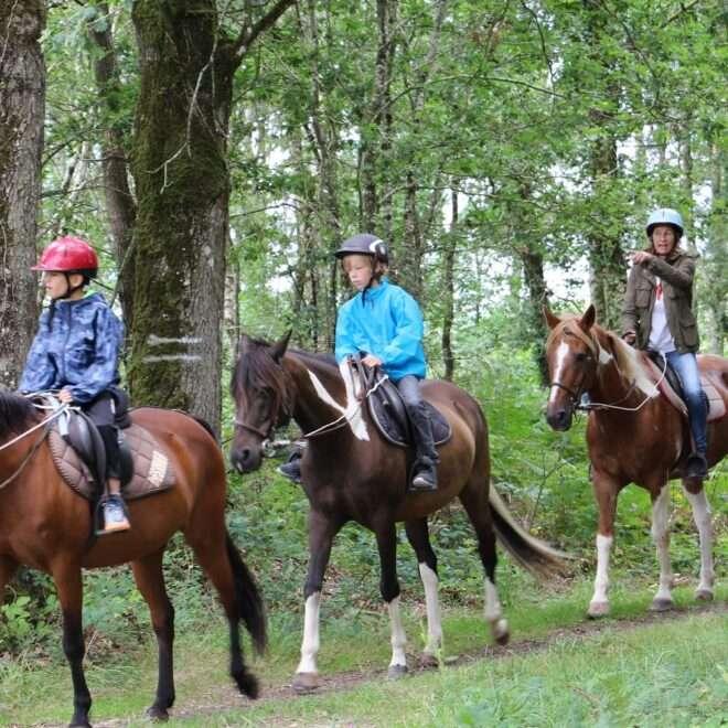 Balade à cheval groupe Lac de Trémelin