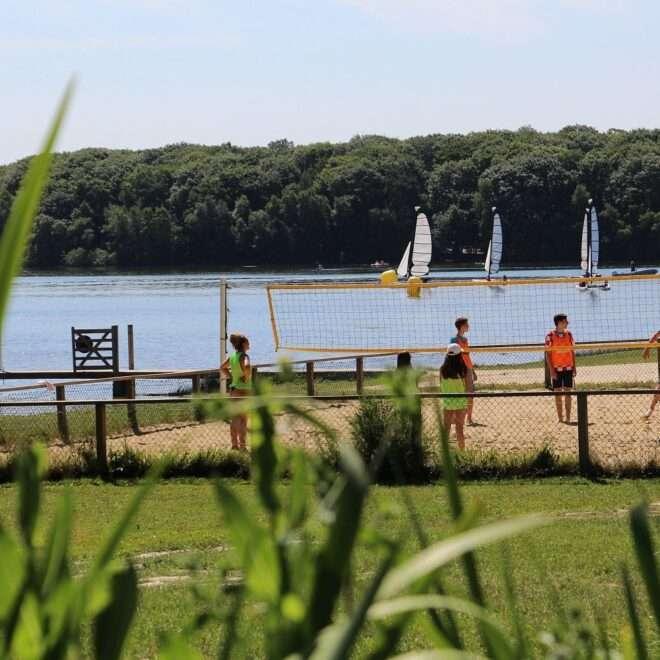 Loisirs à la carte – Lac de Trémelin – Beach Volley